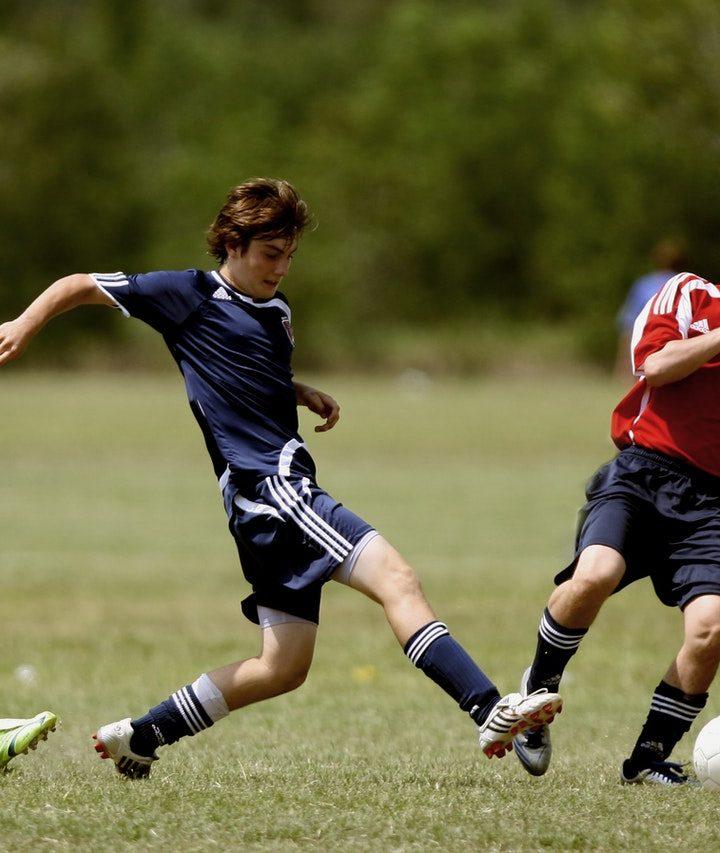 Uniformele de fotbal sunt considerate periculoase